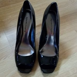 Womans Black Patent Leather Heel